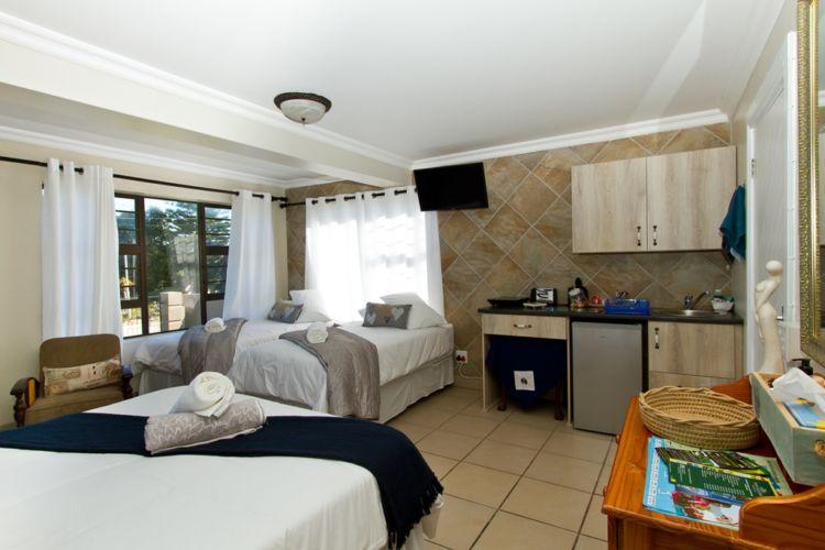 Blue room kitchenette