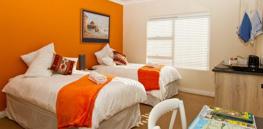 Orange room (Room 12)