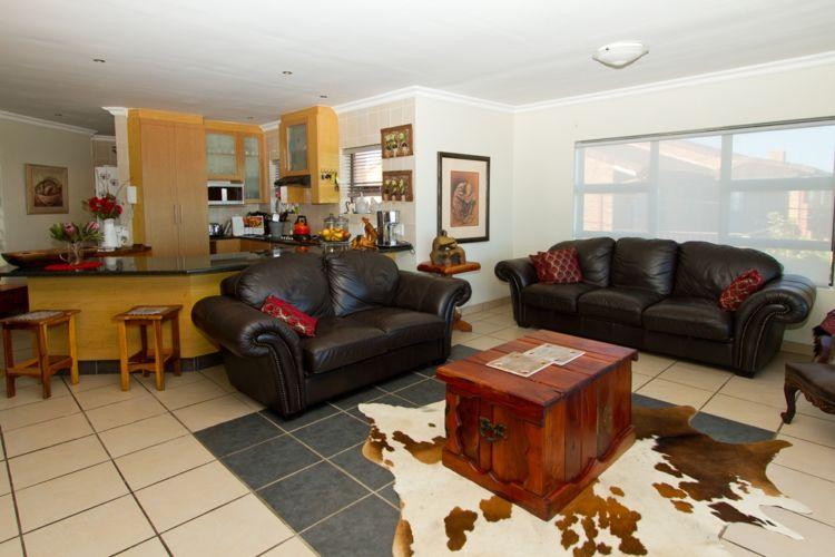 Shared living room (2)