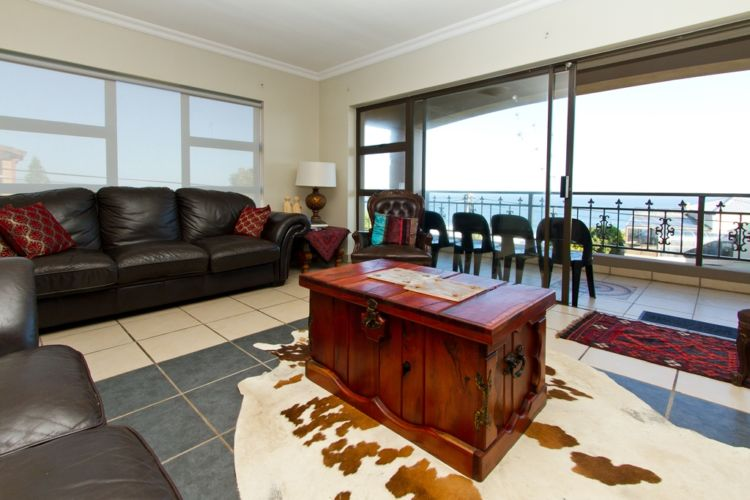 Shared living room ocean view (2)